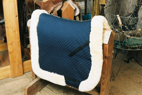 sheepskin saddle pad with full lining and rolls
