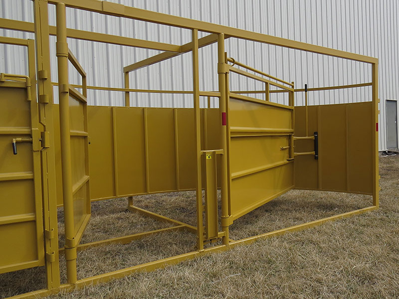 Livestock working system crowding pen and door