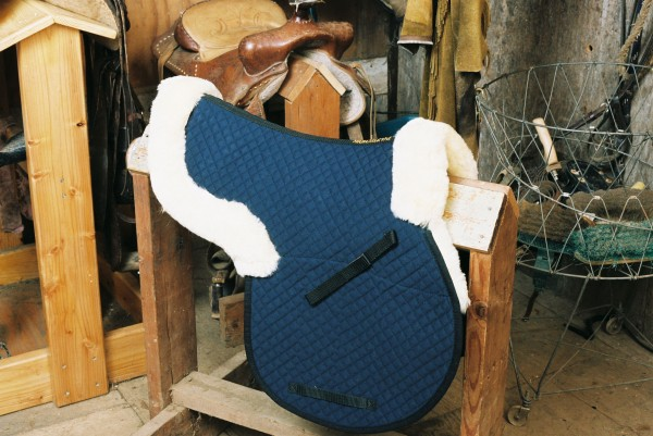 contoured sheepskin saddle pad with pommel and cantle roll