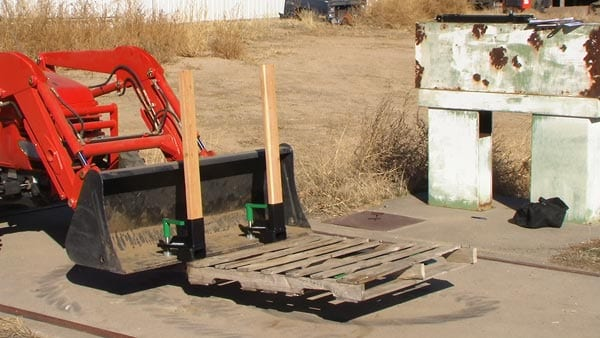 heavy duty clamp on pallet forks lifting a pallet